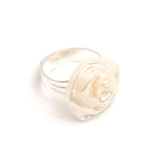 Sormus Ruusu (helminvärinen)